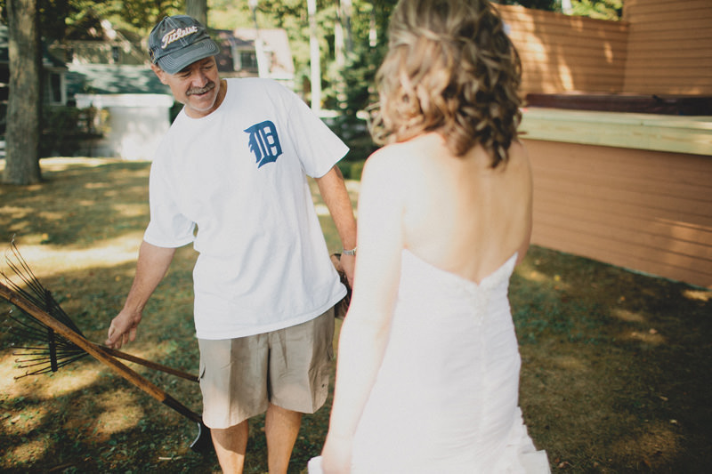 emotional dad seeing bride first time