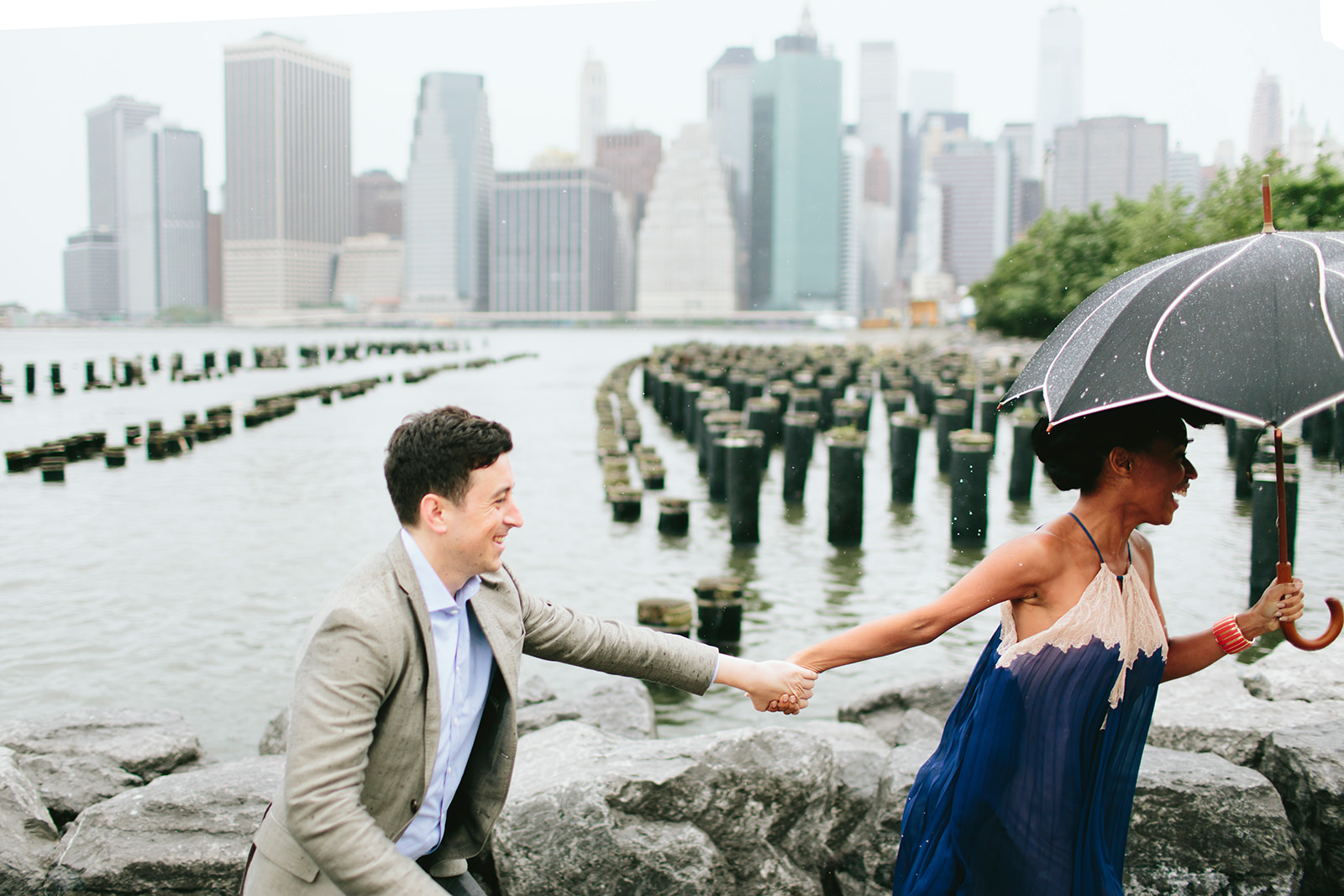 engagement photos in dumbo