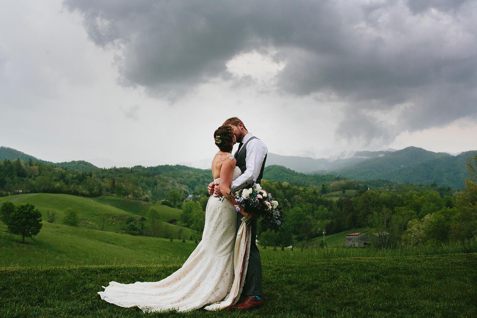 morningwild-the-ridge-asheville-wedding-photos-01