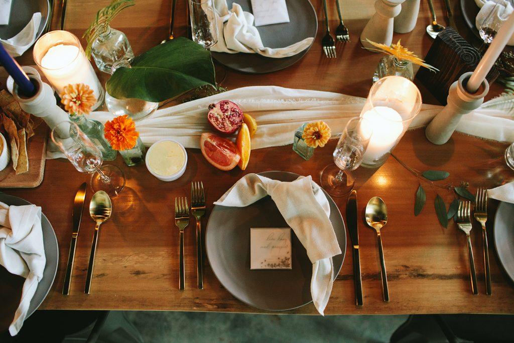 tropical-wedding-table-arrangement