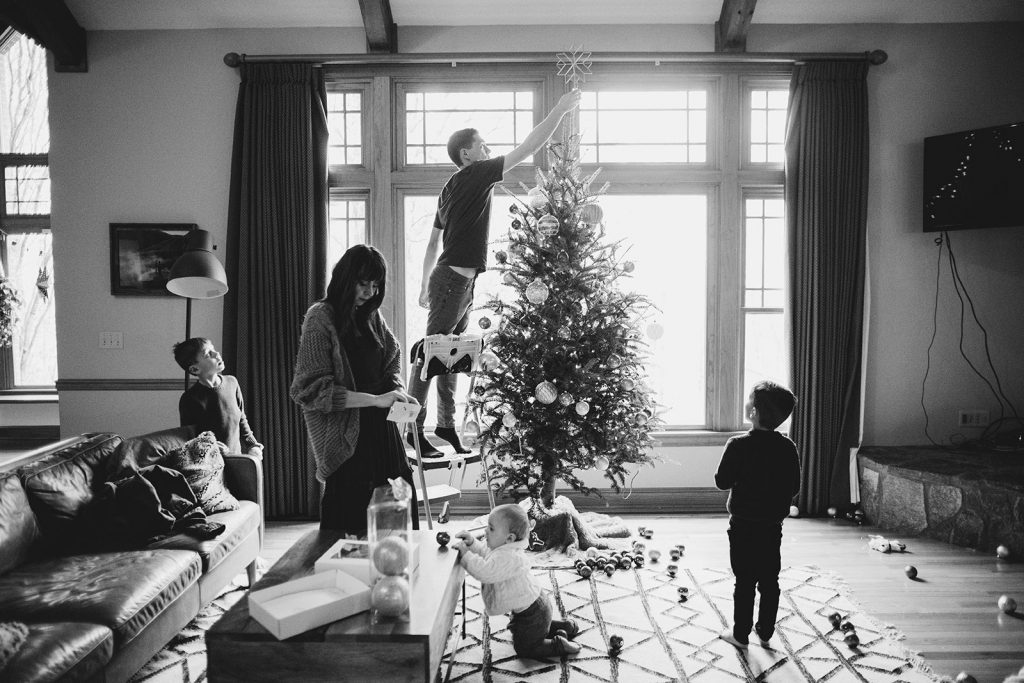 decorating-the-christmas-tree