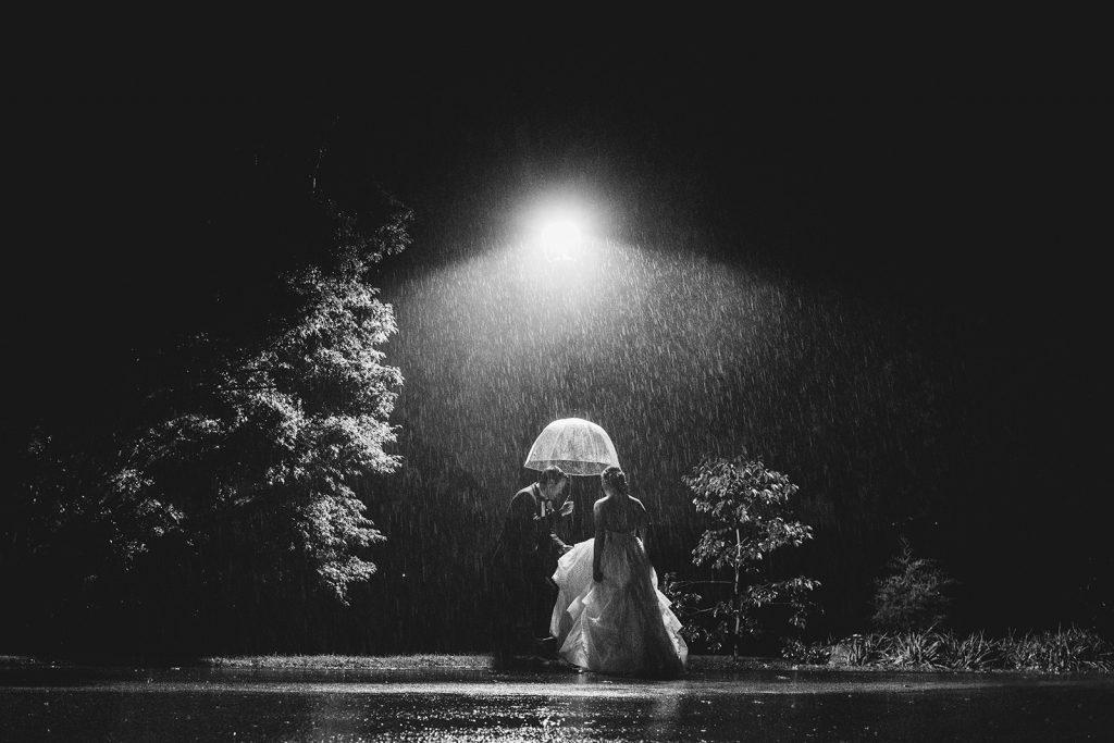 rainy-wedding-photos