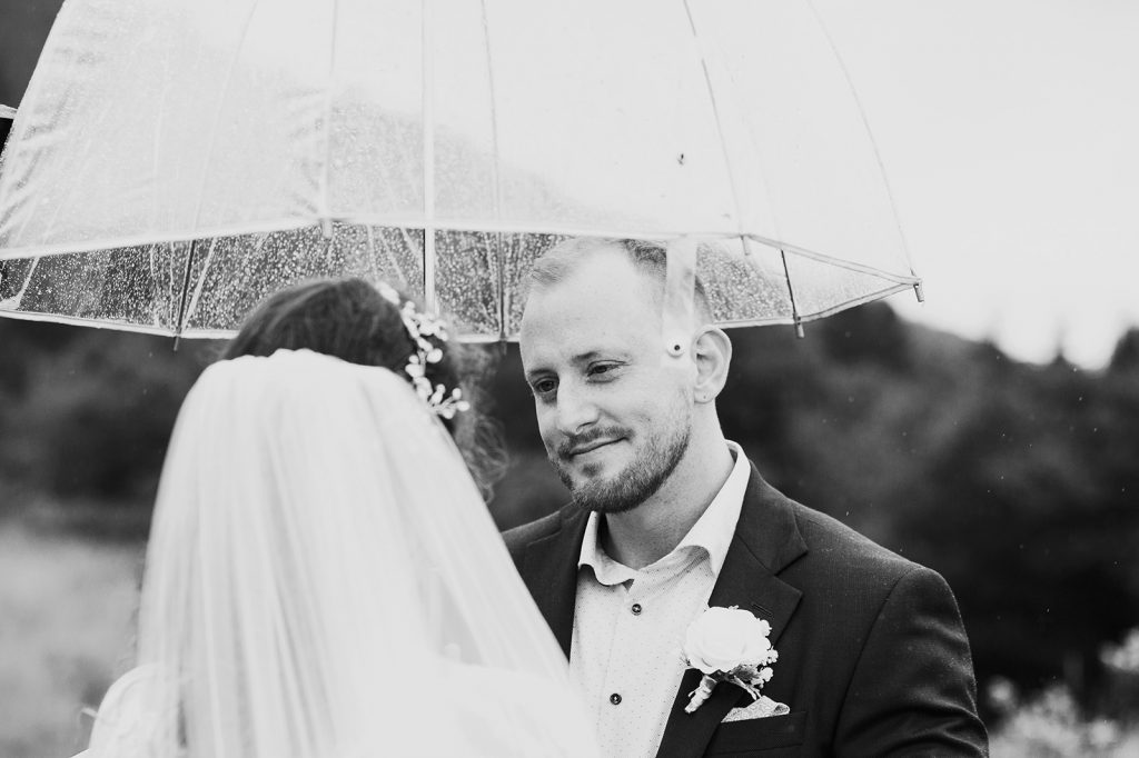 rainy elopement in asheville